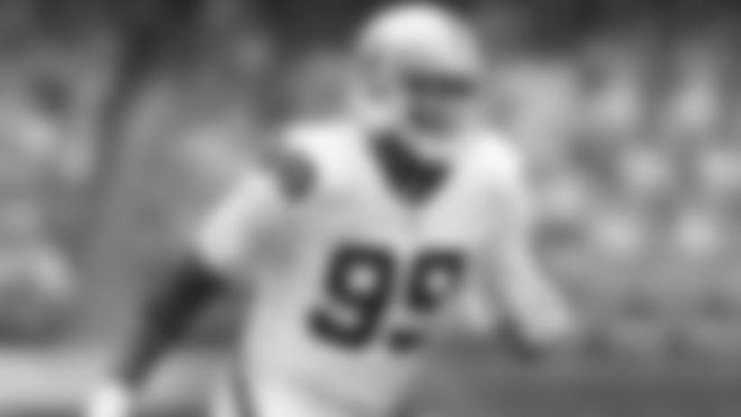 Reportes: Cowboys buscan añadir a DE Aldon Smith