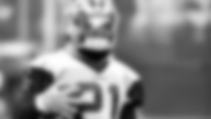 "Zeke-Not-Expecting-Another-""Weird""-Game-Sunday-hero"
