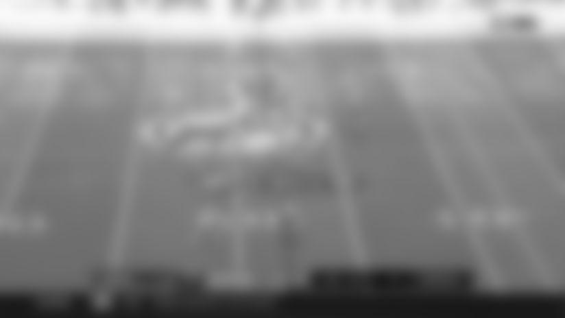 Highlight: Alshon Jeffery BARELY hangs on for sticky fingertip grab on sideline