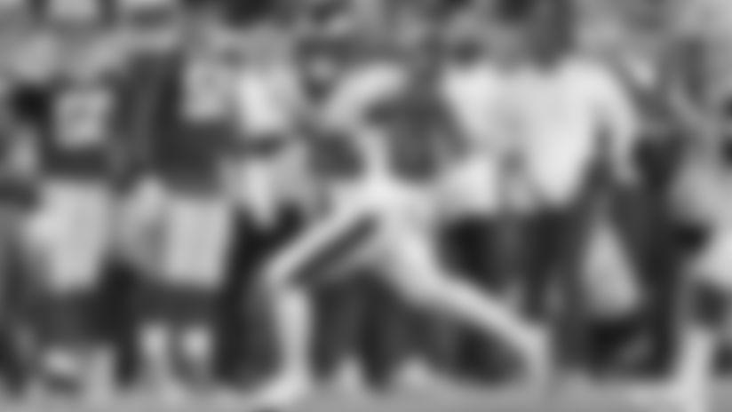 190926 Miles Sanders Running