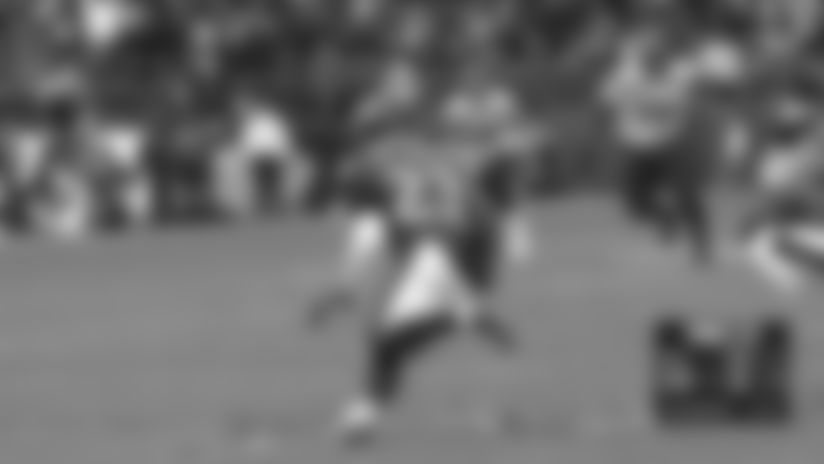 Highlight: Tip drill! Eagles intercept Wilson's throw for key turnover