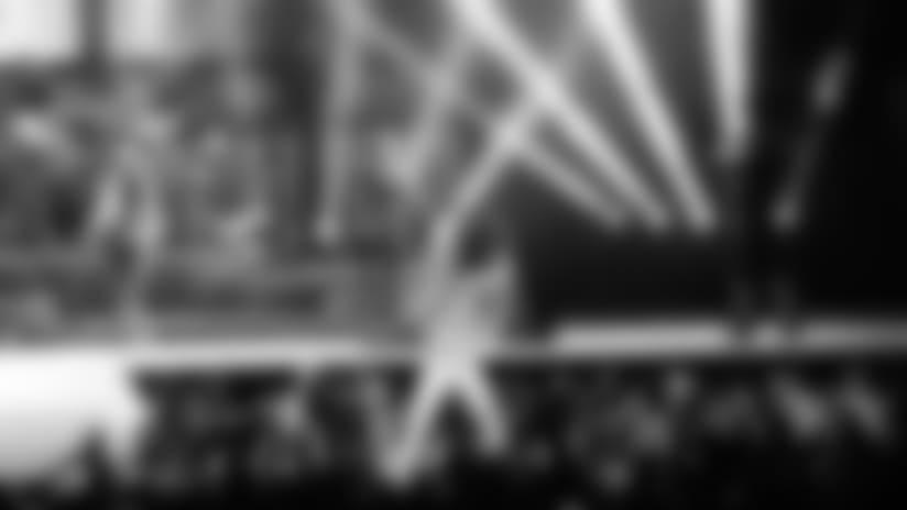 Kenny Chesney rocks the stage