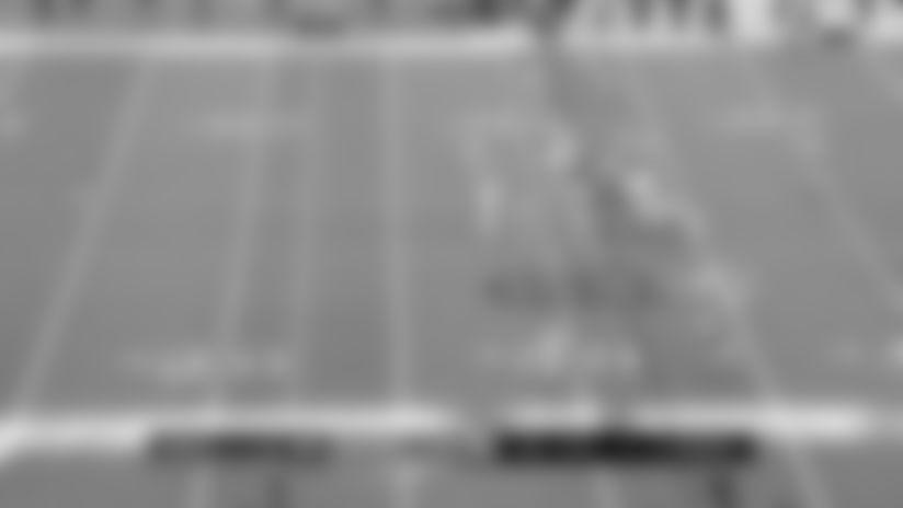 Highlight: Derek Barnett goes untouched into Fins' backfield for TFL