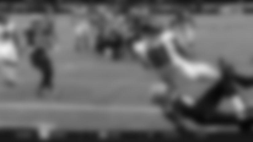 Austin Hooper boxes out defender for impressive acrobatic TD grab