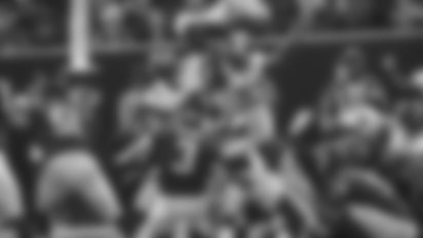 Bryant-kick1204.jpg