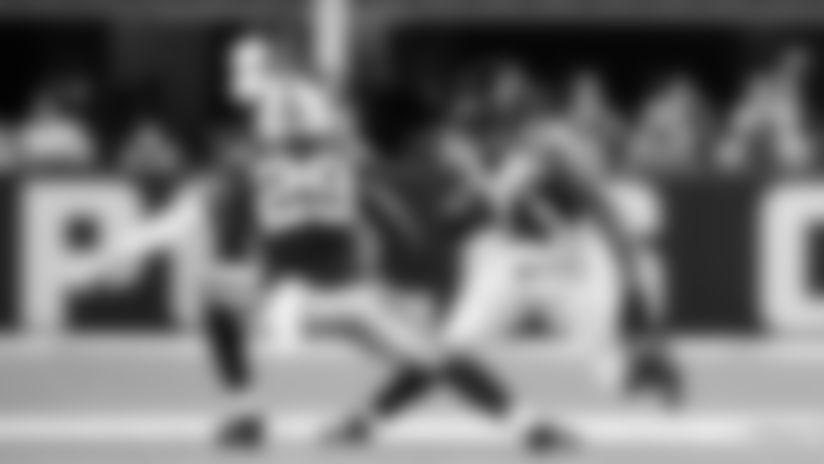 Atlanta Falcons running back Devonta Freeman #24 makes a cut at Lucas Oil Stadium in Indianapolis, Indiana, on Sunday September 22, 2019. (Photo by Kara Durrette/Atlanta Falcons)