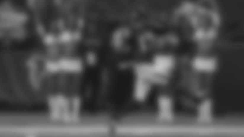 Devin Hester, receptor de los Falcons de Atlanta, devuelve un despeje hasta la zona de anotación, en el partido del jueves 18 de septiembre de 2014, frente a los Buccaneers de Tampa Bay (AP Foto/John Bazemore)
