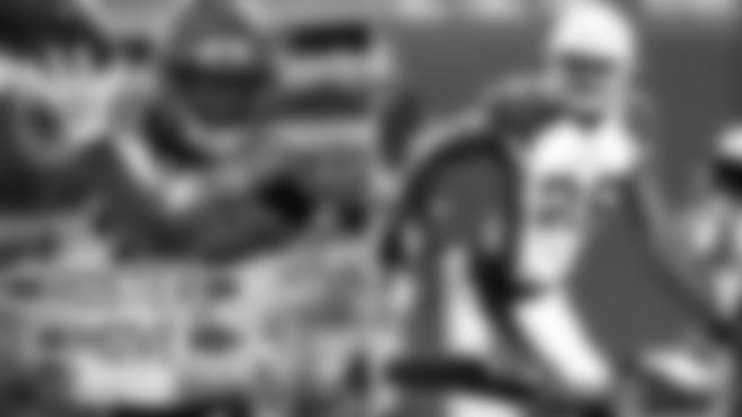 Giants sign DBs KeiVarae Russell, Brandon Williams