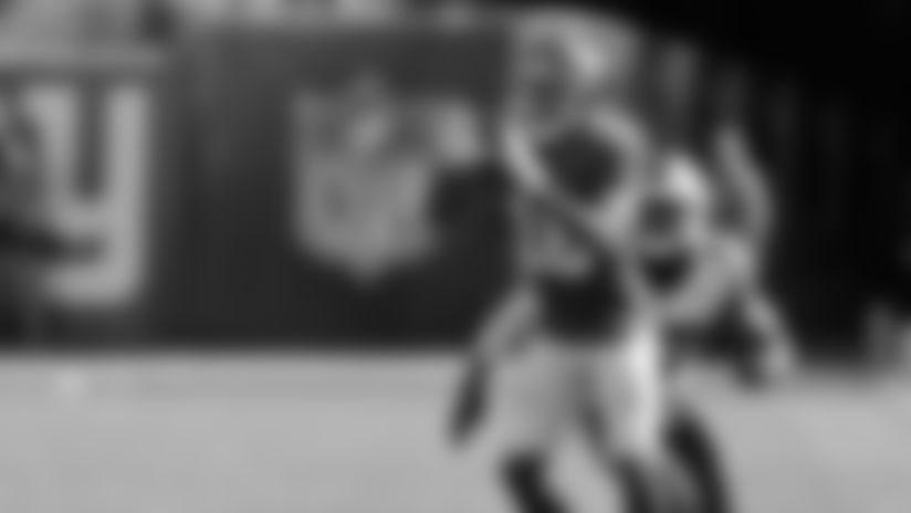 Fowler takes fly sweep for speedy 20-yard run