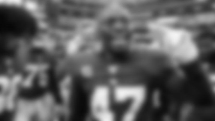 New York Giants linebacker Alec Ogletree (47) talks to his teammates before a week 1 regular season  game against the Dallas Cowboys at AT&T Stadium on Sunday September 8th, 2019 in Arlington, Texas