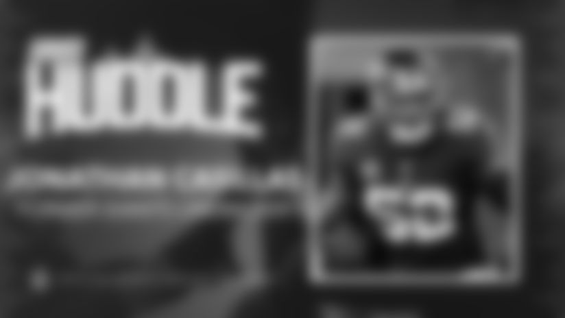 Giants Huddle | Jonathan Casillas