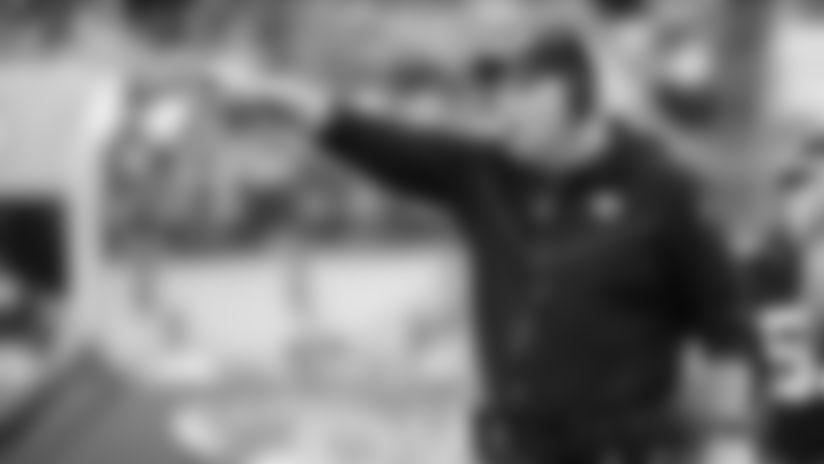 En foto de archivo del 29 de diciembre del 2019, el entrenador de los Jaguars de Jacksonivlle Doug Marrone dirige a los jugadores en el juego ante los Colts de Indianápolis. El 31 de diciembre del 2019 el dueño del equipo confirmó que mantendrá a Marrone y al gerente general Dave Caldwell. (AP Photo/Stephen B. Morton)