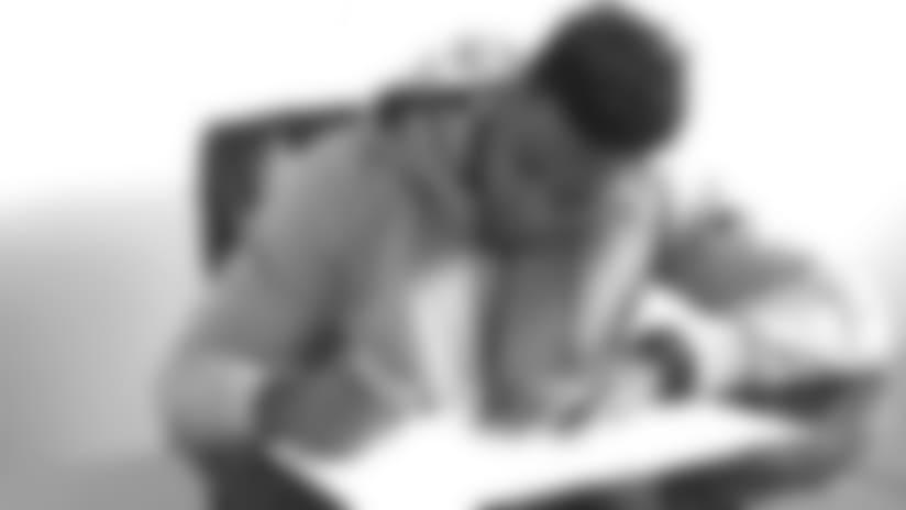 DFSEnPzVoAA65gO_adams-signing-story.jpg
