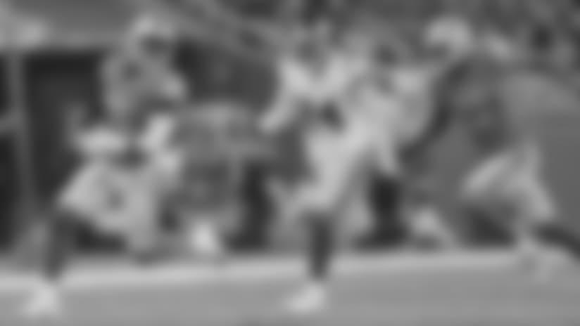 HIGHLIGHT: Riddick shows major turbo on 42-yard catch and run