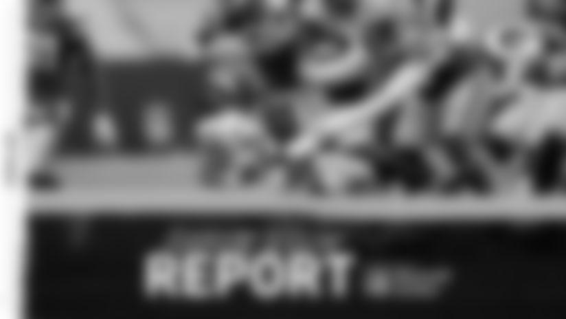 201101-locker-room-report-2560