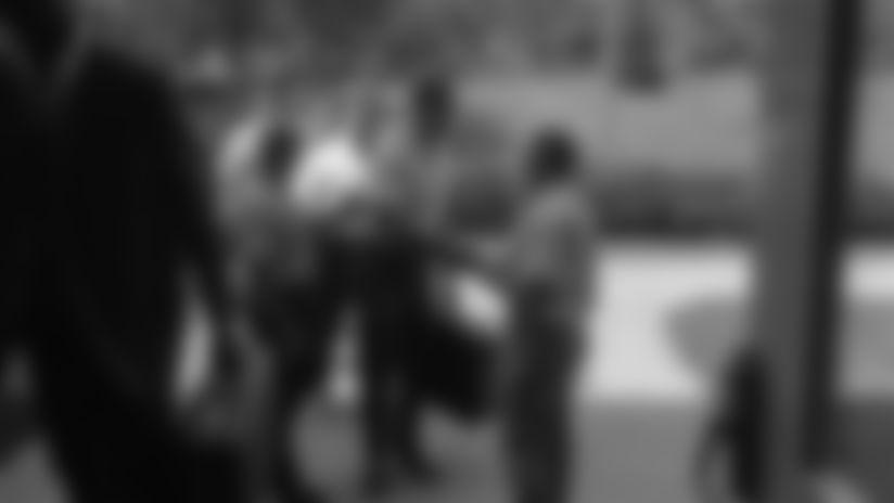 200924-18-handshake-1964-2560