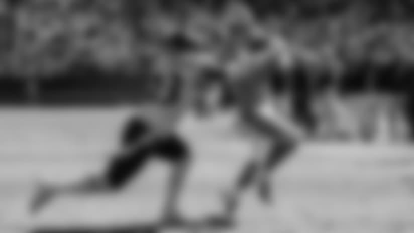 Christian McCaffrey cuts back, pops off 11-yard TD run