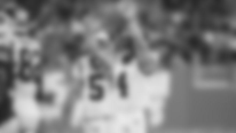 Joey Slye puts up six fingers
