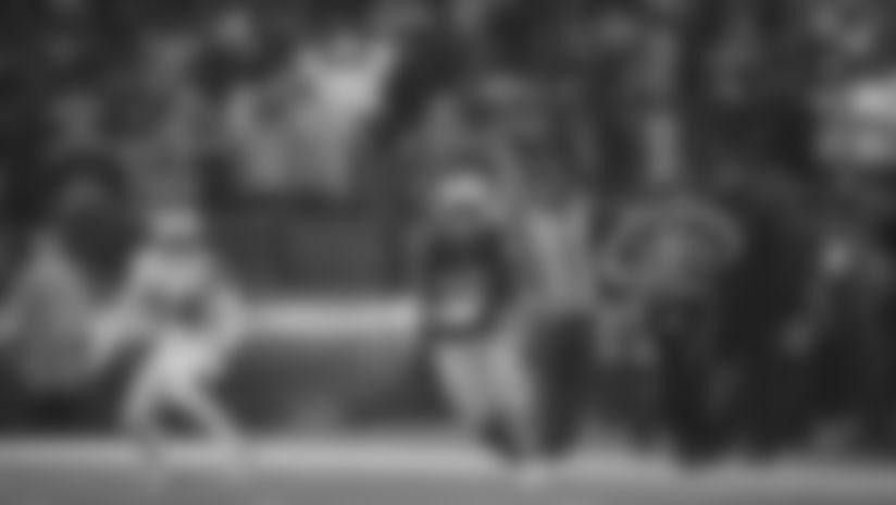 Jakobi Meyers throws Awuzie to turf on 32-yard catch and run
