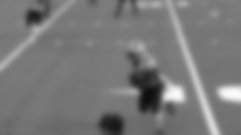 White gets open space for 12-yard touchdown catch