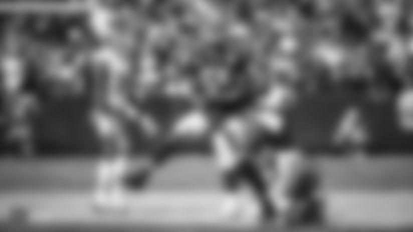 Raiders linebacker Tahir Whitehead (59) celebrates after making a tackle during the Raiders regular season game against the Kansas City Chiefs.