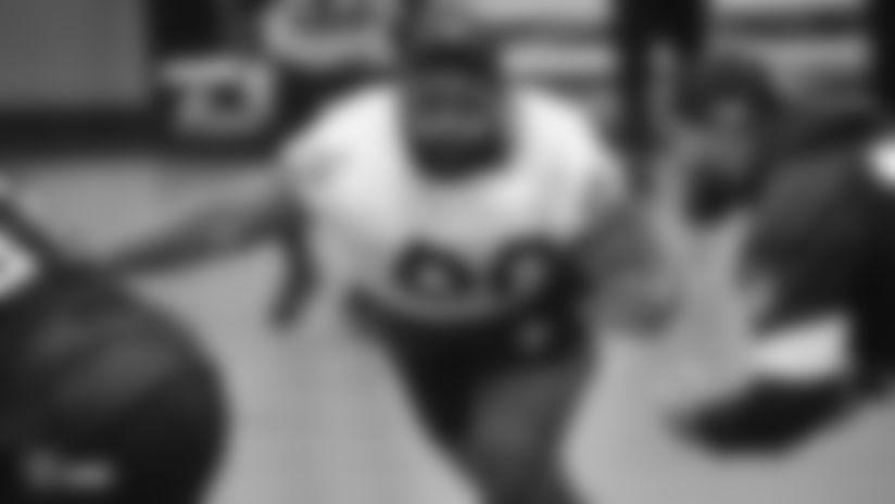 Raiders defensive tackle Johnathan Hankins (90) rushes the quarterback during a walkthrough.