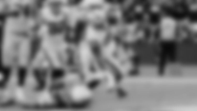 Washington bursts up the middle for 5-yard TD