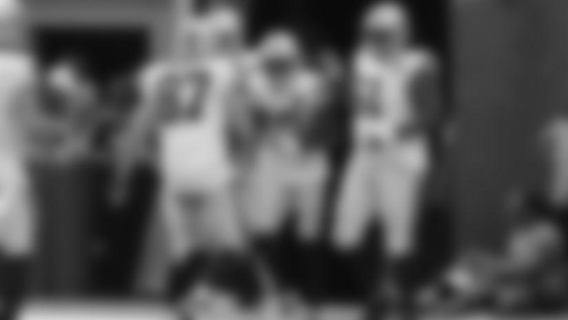 Carr finds Nelson for 29-yard flea-flicker TD