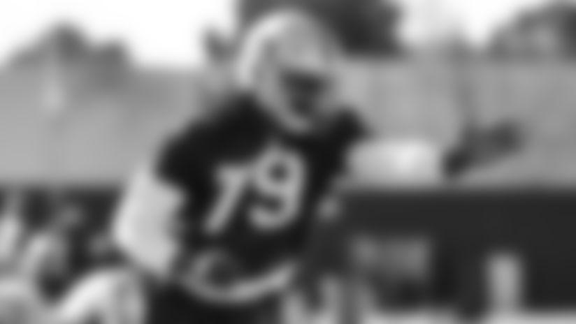 Raiders re-sign defensive end Ade Aruna