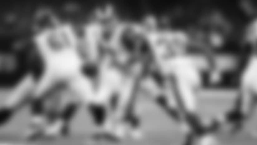 Larry Rose Breaks Through Saints Defense for 22-yard Gain