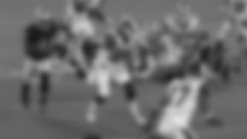 Todd Gurley Stiff-Arms Defender on 15-Yard Run