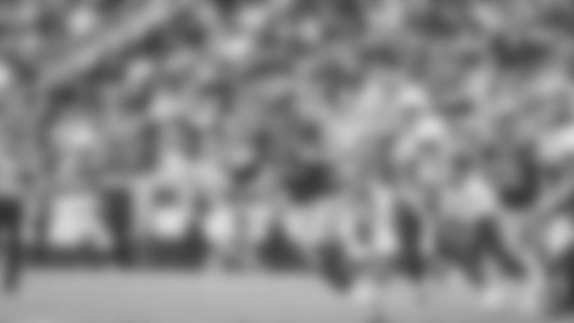 Todd Gurley shows burst with 14-yard cutback run