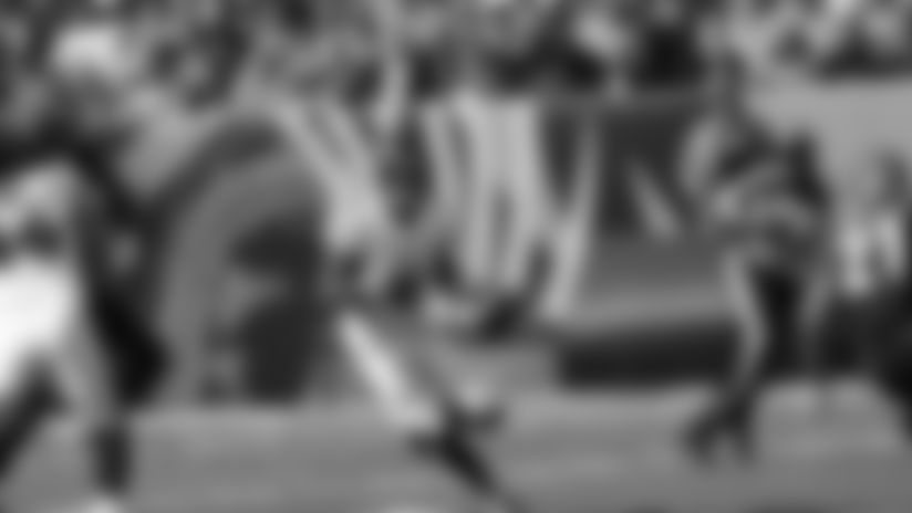 Highlight: Lamar Jackson's Sidearm Sling to Hayden Hurst