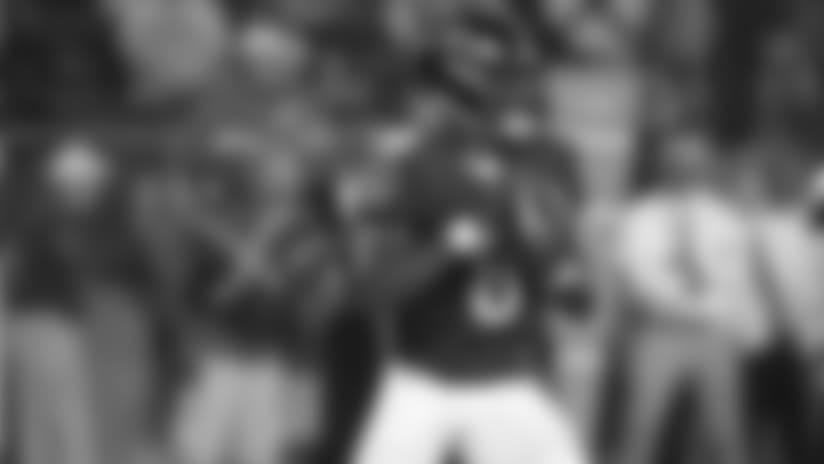 Highlight: Lamar Jackson Shakes & Bakes for 10-Yard Run