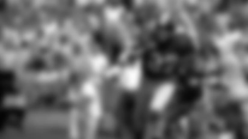 Defensive back Ken Houston of the Washington Redskins runs back an interception in a 1974 game. (Job 9731)©Tony Tomsic/NFL Photos000-005-488