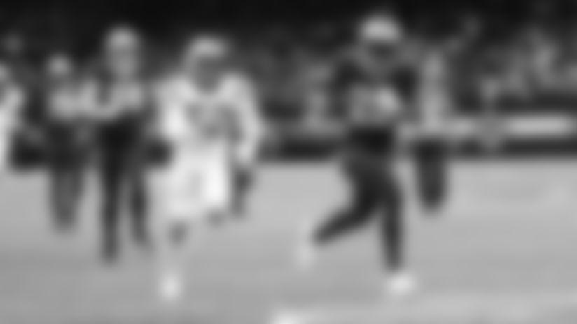 Field level view of Saints running back Latavius Murray's touchdown run