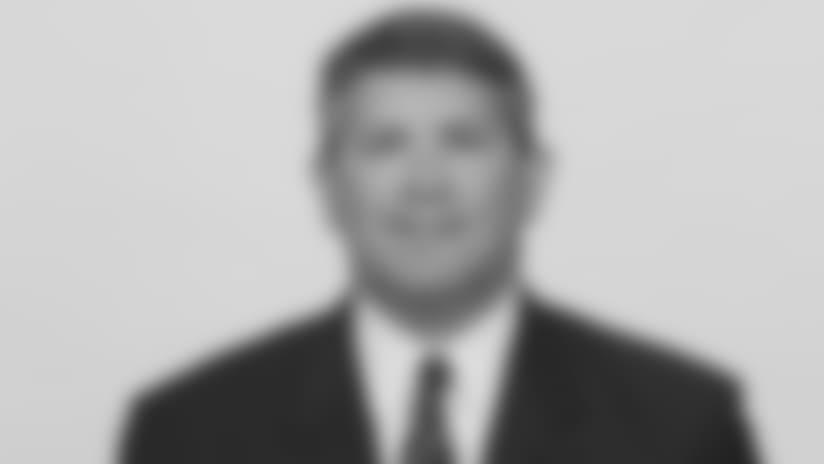 Headshot_Staff-Bensel_2560x1440_040418