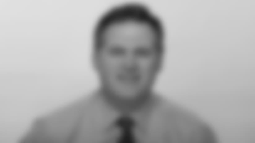 Headshot_Staff-Loomis_2560x1440_040418