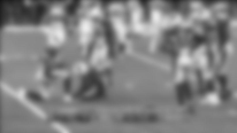 Brees lobs fadeaway jump pass to Hill for big 29-yard pickup
