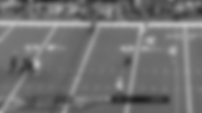 Teddy Bridgewater finds wide open TE Josh Hill for 26-yard gain