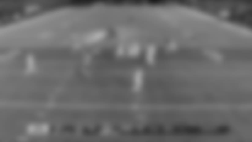 Alternate angle shows Kamara's expert vision on 17-yard run
