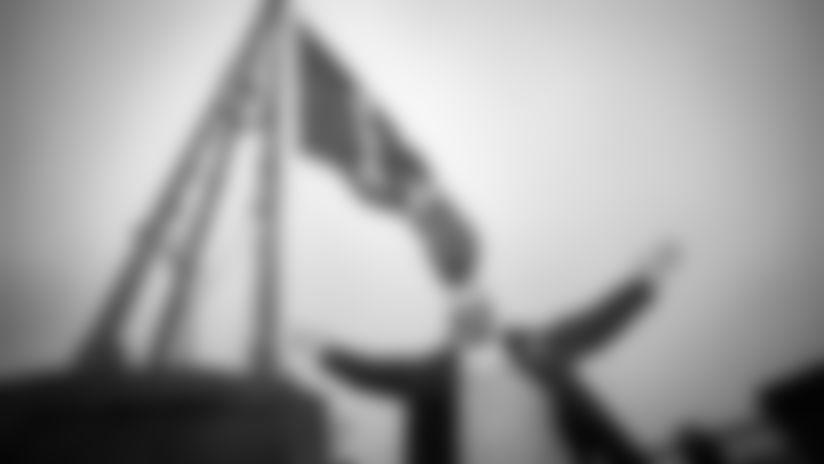 Seahawks Legend Cliff Avril Raises 12 Flag On Space Needle