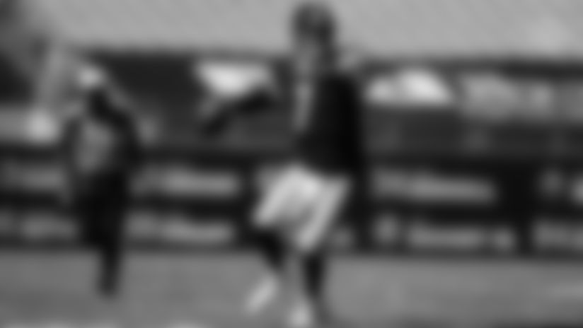 HIGHLIGHT: Roethlisberger scrambles and tosses TD