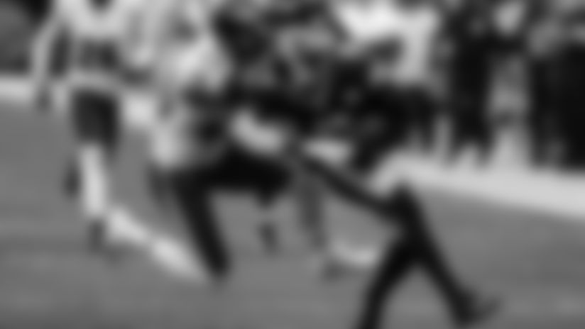 HIGHLIGHT: JuJu sheds tackler and hits pay dirt
