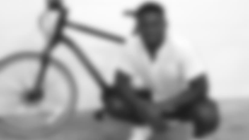 Smith-Schuster_JuJu_Mom_Bike.jpg