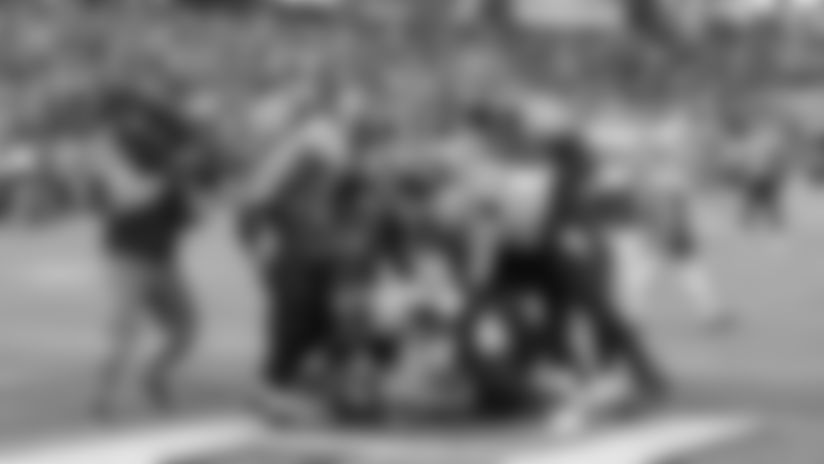 NASHVILLE, TN - NOVEMBER 10, 2019 - Tennessee Offense celebrates  during the Tennessee Titans and the Kansas City Chiefs at Nissan Stadium in Nashville, TN. Photo By Matthew Osborne/Tennessee Titans