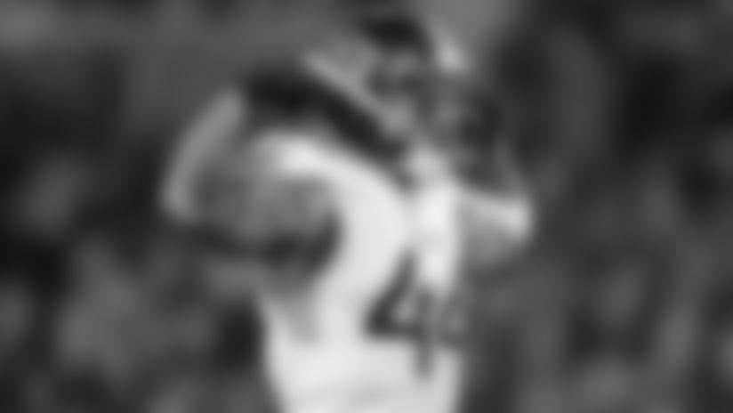 El linebacker Kamalei Correa, de los Titans de Tennessee, festeja tras capturar al quarterback Lamar Jackson, de los Ravens de Baltimore en el duelo divisional de la Conferencia Americana, el sábado 11 de enero de 2020, en Baltimore. (AP Foto/Gail Burton)
