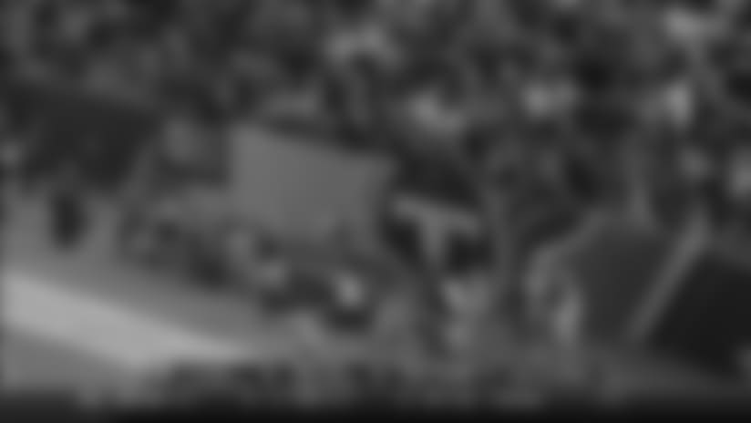 Marcus Mariota Lofts Goal-Line TD to Jonnu Smith