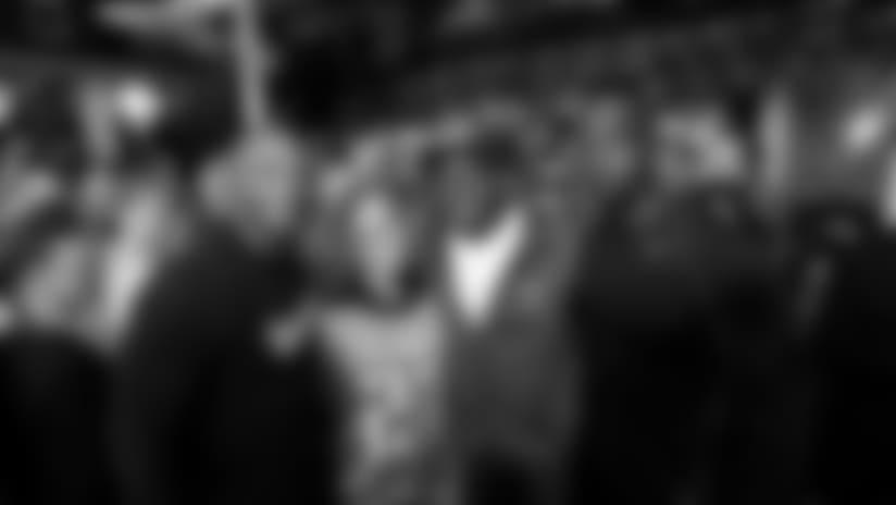 Titans legends Eddie George, Keith Bulluck and Jevon Kearse visit with Titans fans at the Barrow Boy & Banker pub Saturday night in London. (Photos: Donn Jones)