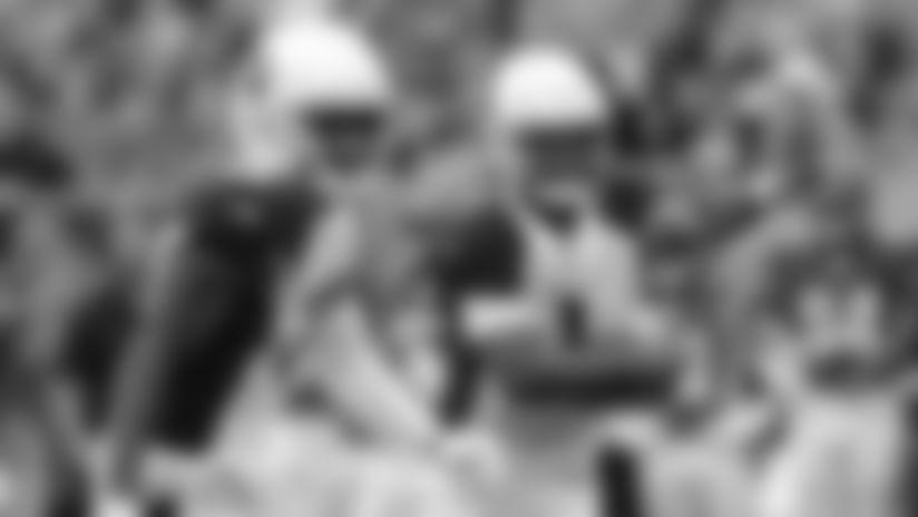 Cardinals quarterback Kyler Murray (1) runs the ball in the first half.